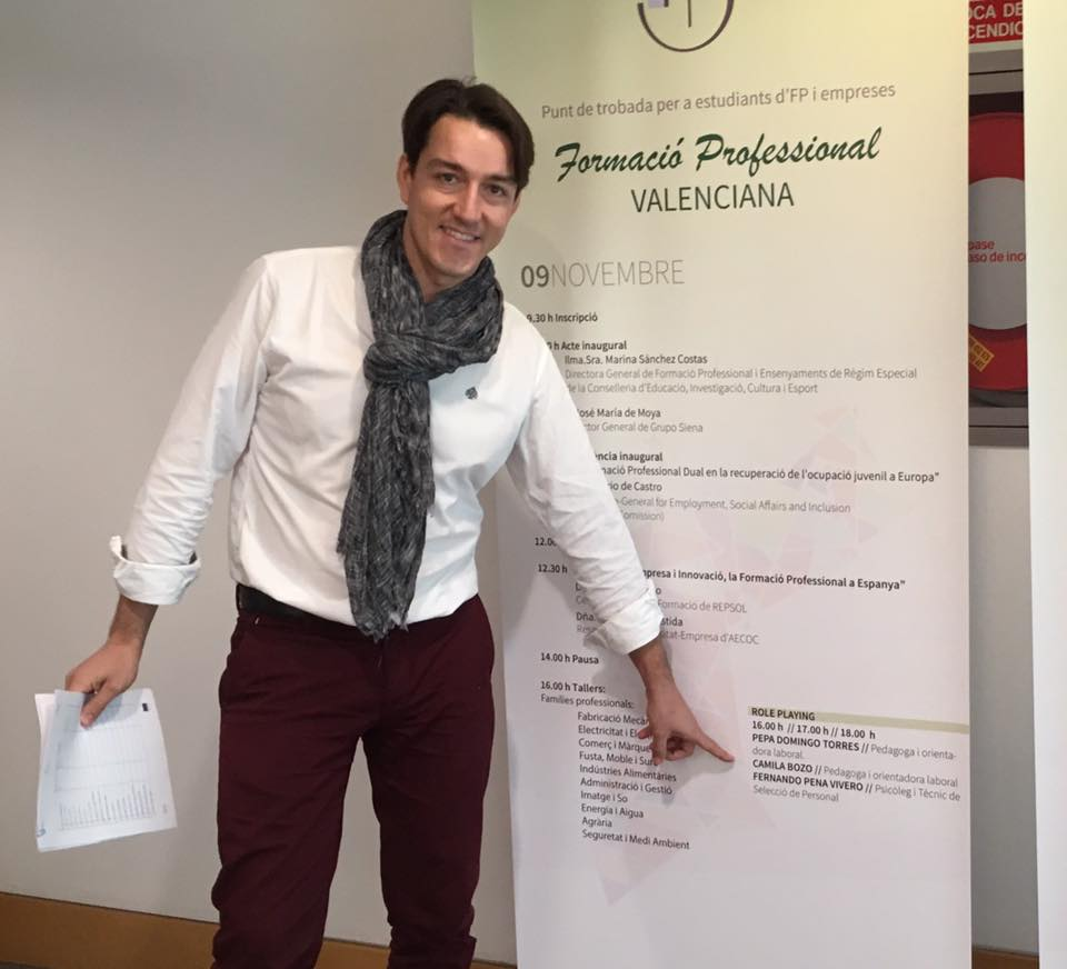 Fernando Pena en una formación sobre cómo superar entrevistas de trabajo, en el Palacio de Congresos de Valencia