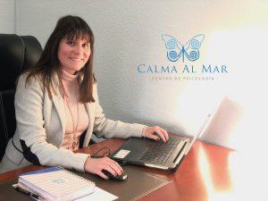 Estefanía Cárcel psicóloga en Valencia del equipo de Calma Al Mar, centro de Psicología
