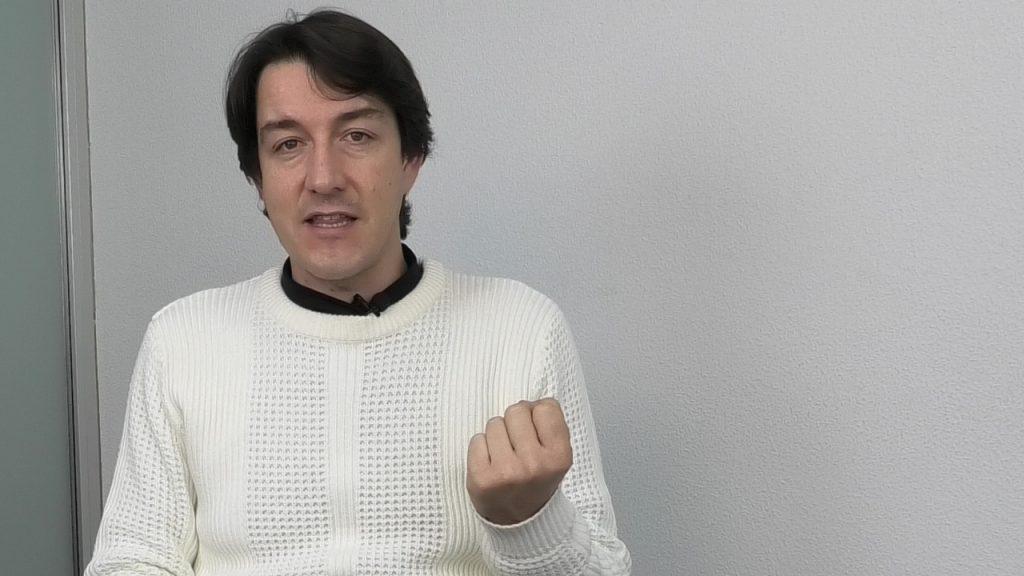 El psicólogo Fernando Pena hablando de lenguaje no verbal