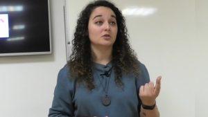 Andrea mezquida en un momento de la conferencia de motivacion