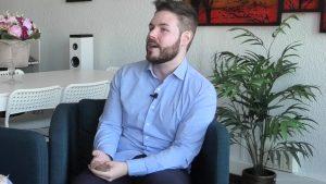 El psicólogo José Enrique Layrón en un momento de la entrevista