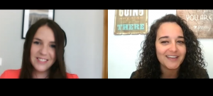 La neuropsicóloga Amparo Andreu Noguera con la psicóloga Andrea Mezquida en un momento de la entrevista